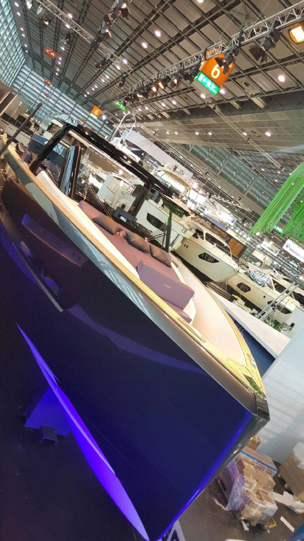 fjord 48 lounge en avant premiere mondiale au boot dusseldorf 1443.jpeg